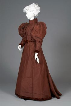 Day dress, 1892-1893.  From the Kent State University Museum on Facebook.