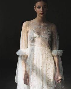 Este #vestidodenovia de @solealonso y nada más 🖤😍  Fotografía, @amawako #vestidodenovia #weddingdresses #plumeti Alonso, Victorian, Instagram, Wedding, Dresses, Fashion, Tulle, Bridal Gowns, Weddings