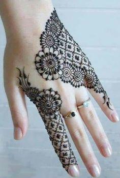 Mehndi Design Offline is an app which will give you more than 300 mehndi designs. - Mehndi Designs and Styles - Henna Designs Hand Mehndi Designs Finger, Back Hand Mehndi Designs, Mehndi Designs For Fingers, Latest Mehndi Designs, Arabic Mehndi Designs, Bridal Mehndi Designs, Simple Mehndi Designs, Henna Tattoo Designs, Bridal Henna
