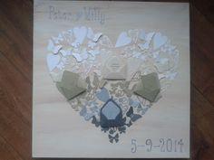 Huwelijkscadeau. Canvasdoek bewerkt met verf en in de vorm van het hart allerlei kleine stansjes geplakt. Afgewerkt met letters uit een Cuttlebug alfabet. Canvas en de meeste snijmallen zijn van BoekenVoordeel.