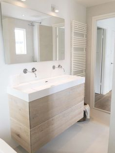 23 Vanities Bathroom Ideas to Get Your Best Try new inspiration of vanities bathroom ideas that blowing your mind - Try one of your best vanity and get a new experience that you have never felt before Modern Bathroom Sink, Natural Bathroom, Modern Farmhouse Bathroom, Bathroom Styling, White Bathroom, Bathroom Interior Design, Bathroom Storage, Small Bathroom, Bathroom Vanities