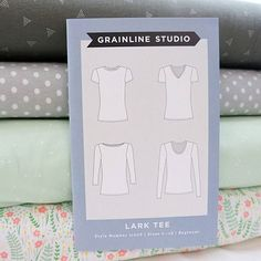 The Lark Tee from @grainlinestudio is a simple pattern for making your own casual tops. With sleeve and neckline variations, it's easy to make your ideal tee shirt (whip up a few in preparation for #memademay) Check out our selection of knits from @dearstellafab, @artgalleryfabrics, @girlcharlee, and more! #sewing #pinkcastlefabrics #grainlinestudio #larktee #garmentsewing…