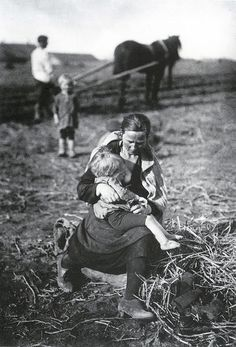 Out in fields. 1927