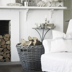 Lets look at other Romantic Shabby Chic items that can be found in the bedroom. Romantic Shabby Chic Cupboards A mirror in or on a cupboar. Shabby Chic Bedroom Furniture, Shabby Chic Bedrooms, Shabby Chic Homes, All White Room, White Rooms, Gray Rooms, Seaside Cottage Decor, Seaside Cottages, Cottage Decorating
