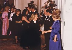 1990er – Royal: Jil Sander wird von Prinz Charles und Prinzessin Diana in Bonn empfangen. Anlass war ein Dinner im sehr privaten Rahmen.
