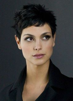 Morena Baccarin, love her hair and makeup Morena Baccarin, Short Hair With Layers, Short Hair Cuts For Women, Very Short Haircuts, Super Short Hair, Shoulder Length Hair, Hair Pictures, Great Hair, Hair Today