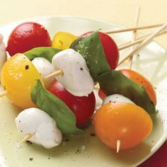 Tomato-Basil Skewers Quick and Healthy Appetizer Recipes and Menus No Cook Appetizers, Healthy Appetizers, Appetizers For Party, Healthy Snacks, Healthy Eating, Healthy Recipes, Party Snacks, Meat Recipes, Spanish Appetizers
