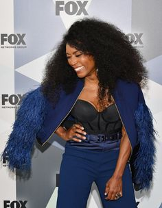 Angela Bassett Photos - Actress Angela Bassett attends the 2018 Fox Network Upfront at Wollman Rink, Central Park on May 2018 in New York City. Foxy Brown, Angela Bassett, Gorgeous Women, Actresses, Central Park, Slay, Brown Sugar, Beauty, York