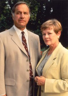 """As Time Goes By"" Judi Dench as ""Jean Pargetter"" and Geoffrey Palmer as ""Lionel Hardcastle"" British Tv Comedies, British Comedy, British Actors, Bbc Tv Shows, Bbc Drama, Judi Dench, As Time Goes By, Comedy Tv, Classic Tv"