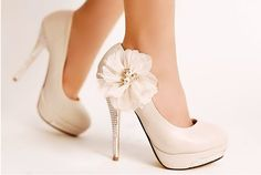 2012 New Fashion Hot Sale Lady Flowers Stiletto Heel Leather Round Toe Pumps Ivory Bridal Shoes Rosa High Heels, Pink High Heels, High Heels Stilettos, Stiletto Heels, Women's Pumps, Platform Pumps, White Heels, Nude Pumps, Glitter Pumps