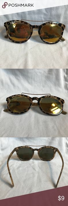 Steve Madden Sunglasses Cute Steve Madden Reflective Sunglasses  Good condition w/ a few small scratches on lens Steve Madden Accessories Glasses