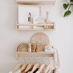 Baby Nursery Decor, Baby Bedroom, Nursery Neutral, Baby Decor, Nursery Room, Boy Room, Baby Room Shelves, Nursery Shelves, Foto Baby