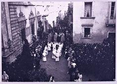 La tradizionale processione religiosa delle Varette in Via Oratorio della Pace nel 1° aprile del 1904 Pace, Messina, Folklore, Painting, Painting Art, Paintings, Drawings