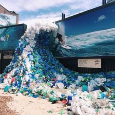 How 8 Million Tonnes of Plastic Gets into the Ocean With so many of us now concerned by ocean pollution, how exactly does our plastic end up in the sea? Ocean Pollution, Plastic Pollution, Trash Art, Plastic Art, Environmental Art, Our Planet, Art Plastique, Global Warming, Installation Art
