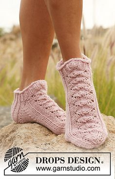 "Foot length: 22-24-27 cm / 8¾""-9½""-10½"""