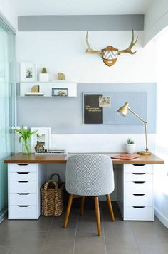Try these simple small desk ideas to help keep your desk neat and boost your productivity! #officefurnituredesksimple