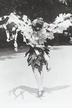 Grete Wiesenthal tanzt zu Frühlingstimmen, Johann Strauß, Walzer op. 410 © Wien Museum Johann Strauss, Museum, Vienna, Dancers, Ballerina, Spring, Painting, Art, Dancing