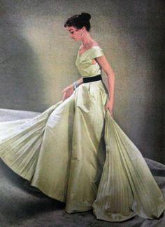 1951 Vogue US #EasyNip