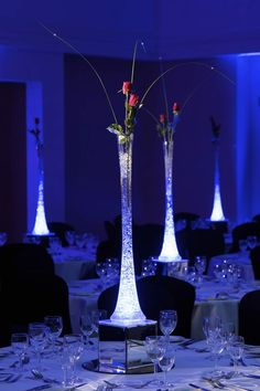 Love this fire & ice centerpiece: