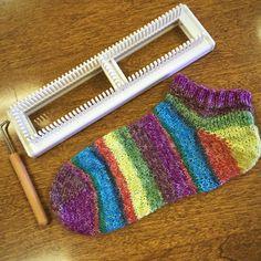 Learn to Loom Knit Sock Class – Twisted Purl Knitting Loom Socks, Loom Knitting Stitches, Spool Knitting, Knifty Knitter, Loom Knitting Projects, Knit Socks, Sock Loom Patterns, Loom Crochet, Crochet Mittens