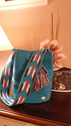 Mochila hecha a ganchillo Tapestry Bag, Tapestry Crochet, Knit Crochet, Crochet Handbags, Crochet Purses, Knit Vest Pattern, Yarn Bag, Macrame Bag, Knitted Bags