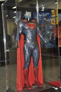 Man of Steel movie Superman costume. Does anybody like this design? I know I don't! It seems like getting rid of the red underwear only seems to draw more attention to the crotch!