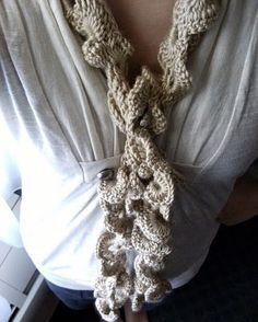 Crochet a Skinny Ruffled Scarf http://www.mandipidy.com/2011/03/yarn-it-all-tutorial-8-skinny-ruffled.html  #crochet #make #create #skinny #ruffle #ruffled #scarf #scarves