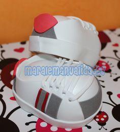 Zapatillas lois personalizadas. Más info en maralemanualidades@gmail.com