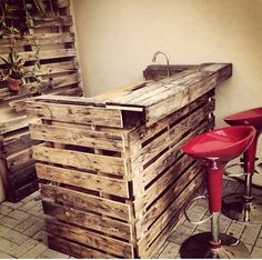 Back porch bar - Pallet Projects: Pallet Project. Bar En Palette, Table Palette, Palette Deco, Bar Pallet, Pallet Ideas, Outdoor Pallet, Pallet Wood, Pallet Counter, Outdoor Sheds
