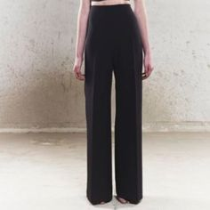 NWT high waisted comfy dress pants Light weight material. Originally 58.00. These are great for work, stylish yet comfy! Size 6 P fit is similar to those in the covershot Pants Trousers