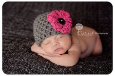 This gorgeous grey newborn photography beanie hat prop with hot pink flower is made from a super soft acrylic yarn. It is the perfect fit to keep your little ones' noggin' nice and warm. The beanie is