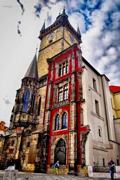 #Prague Old Town - gothic city hall - partly destroyed at the end of WW2 and never rebuilt again http://www.svasek.eu