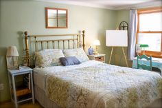 QuarDecor: Country Cottage Chic Guest Room / Home Office
