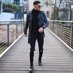 19 trendy all-black outfits for men : honcho lifestyle fαѕнισи ѕтяєєт ✨ муж All Black Fashion, Dope Fashion, Mens Fashion, Fashion Outfits, Casual Chic, Men Casual, Winter Jeans, Black Outfit Men, Black Outfits