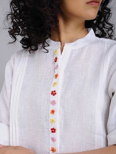 Embroidery On Kurtis, Hand Embroidery Dress, Kurti Embroidery Design, Hand Embroidery Videos, Couture Embroidery, Embroidery Suits, Embroidered Clothes, Embroidery Works, Churidar Neck Designs