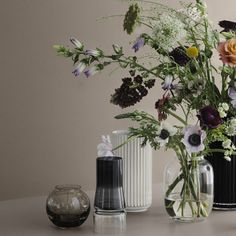 Form Vase Transparent 70 by Lyngby Porcelæn: spherical, mouth-blown flower vase made of crystal glass, now available in the interior design shop! Flower Vases, Flower Art, Decorating Blogs, Interior Decorating, Things Organized Neatly, Gardening Supplies, Shop Interior Design, Old Art, Pretty Flowers
