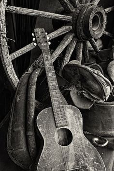 Trendy Ideas for photography still life music instruments Western Photography, Still Life Photography, Vintage Photography, Amazing Photography, Photography Music, Canon Photography, Acoustic Guitar Photography, Best Guitar Players, Vintage Guitars