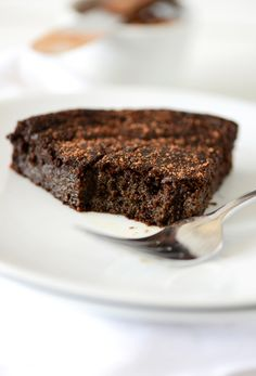 Fudgy gluten free chocolate cake - vegan, refined sugar free and so decadent there's no frosting required!