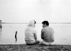 """1960: Elizabeth Taylor with her then-husband Eddie Fisher on vacation on the island of Burano in the Venice lagoon. In the same year for her role in """"Butterfield 8″ actress won an Oscar."""