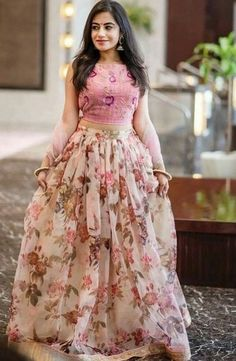 Party Wear Indian Dresses, Party Wear Lehenga, Indian Gowns Dresses, Indian Fashion Dresses, Dress Indian Style, Indian Designer Outfits, Designer Dresses, Designer Kurtis, Indian Lehenga