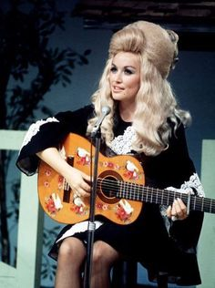 Dolly Parton - I saw her in Branson, MO in the early when she was still performing with Porter Wagoner. This was before either Branson or Dolly hit it big! Country Music Stars, Country Singers, Country Musicians, Country Artists, Dolly Parton Pictures, Porter Wagoner, Alternative Rock, It's All Happening, Hip Hop