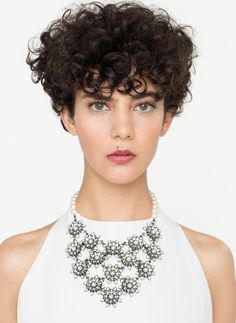 Brooch with face Short Permed Hair, Short Curly Haircuts, How To Curl Short Hair, Curly Hair Cuts, Permed Hairstyles, Wavy Hair, Curly Hair Styles, Cool Hairstyles, Curly Short