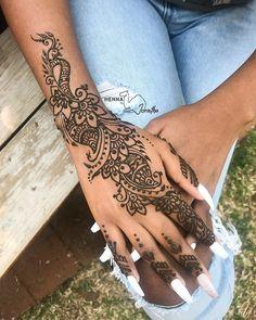 Gorgeous Henna design by Jorietha on the hand. best henna design inspiration. Mehndi ideas. Dark skin henna. beautiful Henna hands Mehndi Arm Professional Henna Artist in Pretoria, South Africa, beautiful modern intricate henna design on arm. Bridal henna, birthday henna, matric farewell, fashion ideas. Natural henna paste. Floral henna. Henna vines. Mehndi body. Henna tattoo inspiration. Girly henna. Cool Henna Designs, Tattoo Inspiration, Design Inspiration, Henna Hands, Hand Mehndi, Natural Henna, Pretoria, Bridal Henna, Henna Artist