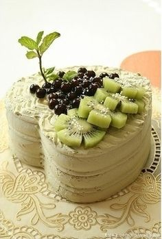 Pandan cake with fresh kiwi filling and whipped topping Desserts