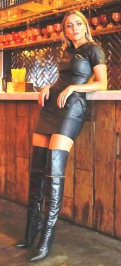 44 Amazing Knee High Boots Ideas To Try Asap - picverb. Leather Fashion, Fashion Boots, Emo Fashion, Gothic Fashion, Leder Outfits, Thigh High Boots Heels, High Leather Boots, Leather Dresses, Sexy Boots