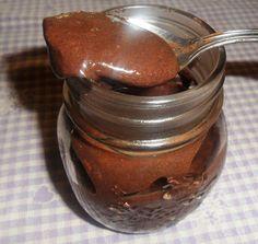 Semplice, sana e allo stesso tempo golosa: è la nutella fatta in casa adatta anche ai vegani perché priva di ingredienti di origine animale e senza olio di palma. Con la ricetta che vi propongo, potete farla anche voi in pochissimi minuti.