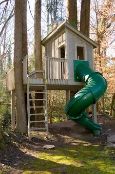 Various Tree Houses to Live In for Your Inspirations: Traditional Kids Tree Houses To Live In Idea Featured With Green Slide Wooden Ladder A...