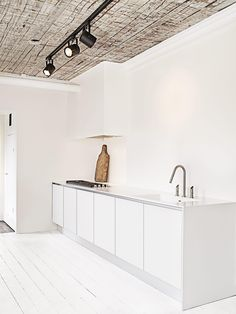 White minimalistic kitchen