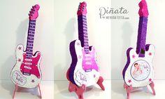Para las peques más musicales, hoy traemos la #piñataguitarra de #Violetta... #menudafiesta #piñartista #piñataespaña #party #fiestabonita