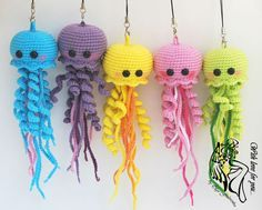muecos de ganchillo Use this free jellyfish amigurumi pattern to crochet your own happy jellyfish! The crochet toy is about 19 cm tall if you use mm hook. Cute Crochet, Crochet Crafts, Yarn Crafts, Crochet Projects, Craft Projects, Crochet Tutorials, Crochet Ideas, Crocheted Jellyfish, Crochet Octopus